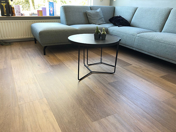 Vinyl flooring for a small rooms image