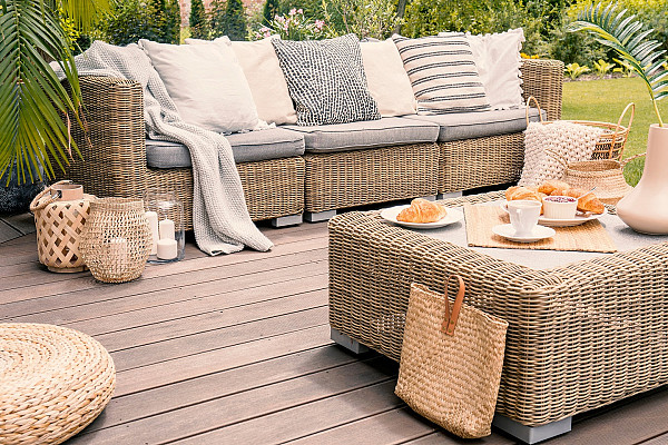 Contemporary outdoor deck image