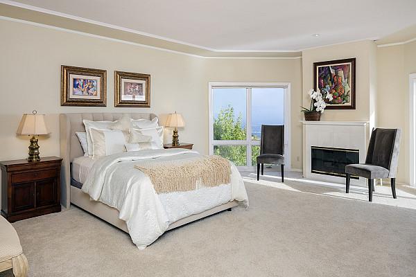Beige carpet for a bedroom