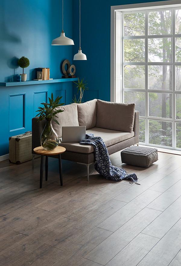 Laminate flooring - Oak image