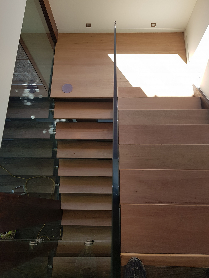 Stairs sanding and polishing image
